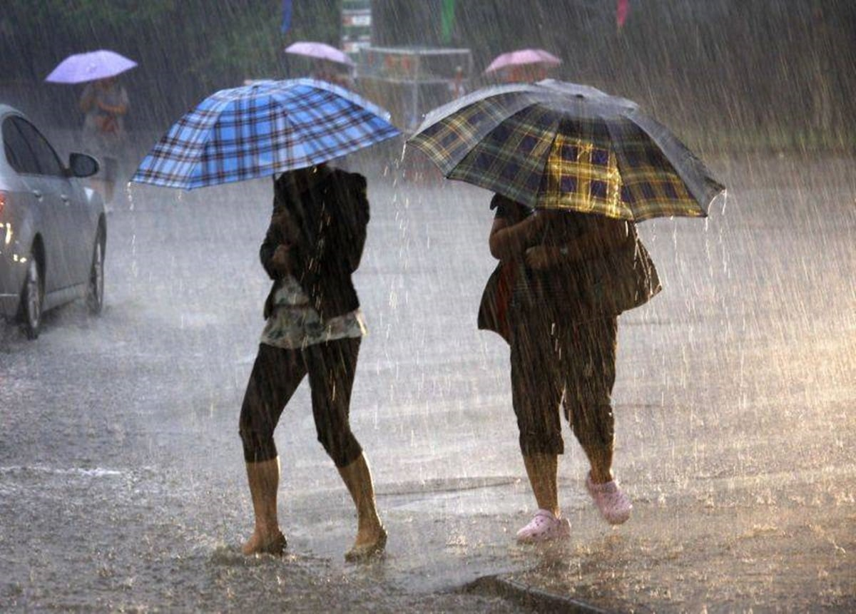 Heavy rains and strong winds from sunday afternoon until for When is the weather going to cool down 2017